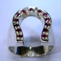 Anello ferro di cavallo con rubini
