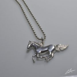 Ciondolo cavallo al galoppo