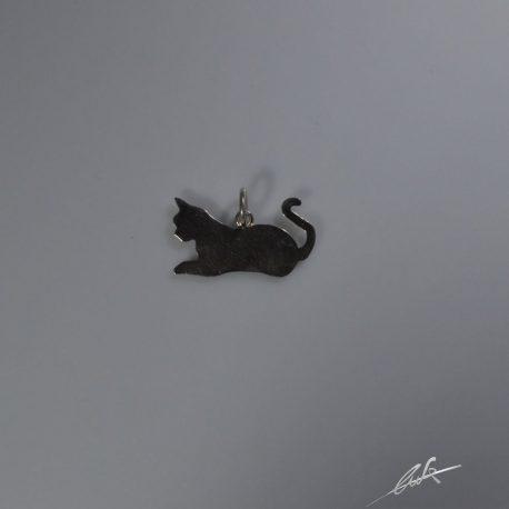 cio gatto sdraiato