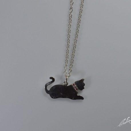 cio gatto seduto con rubini 2