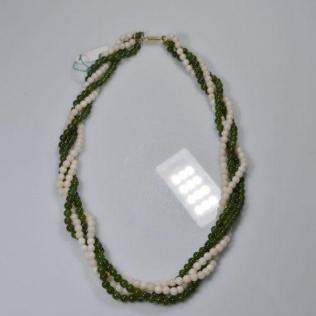 collana verde e bianca