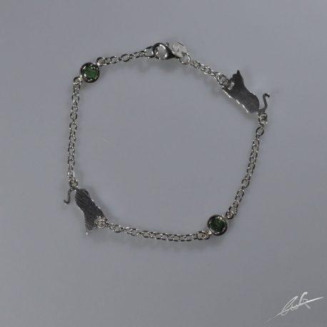 br pietre preziose gatto seduto smeraldi