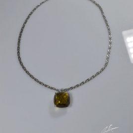 Ciondolo Topazio fumè  di 15 Kt (pezzo unico) con montatura in oro bianco 18 Kt e Diamanti naturali