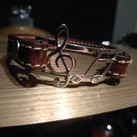 Braccialetto Note musicali con zirconi, cinturino in vera pelle